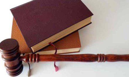 Rechter drukt voor het eerst noodknop schulden in