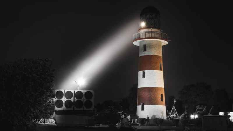 Zoeken met een lampje naar bronnen en feiten in ondermijningsrapport