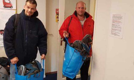 Vijftig gevulde tassen naar Leger des Heils