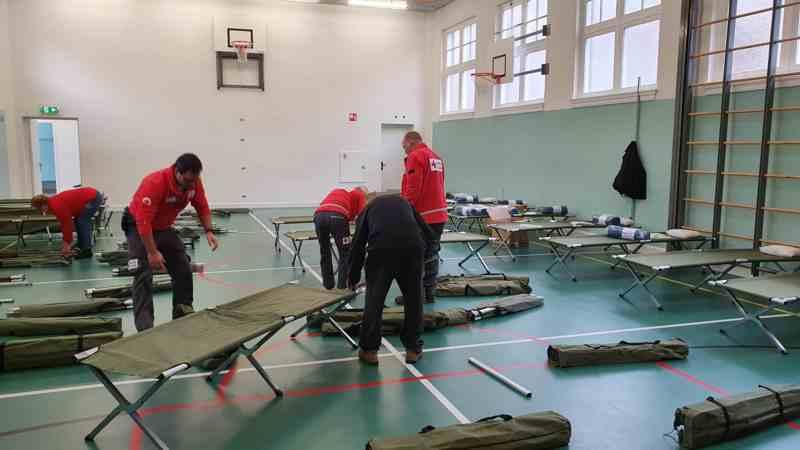 Daklozen op veldbedje in de gymzaal: 'het is dit of buiten slapen'