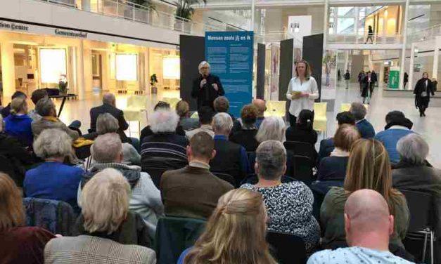 Foto's opening expositie 'Mensen zoals jij en ik' 3 maart 2020 in het atrium van het stadhuis