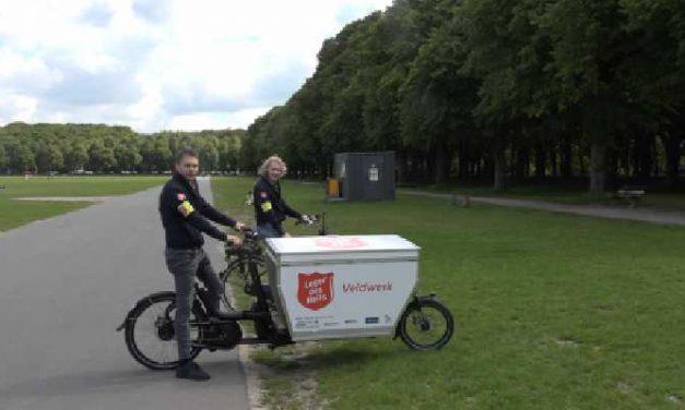 Leger des Heils met bakfiets op zoek naar dak en thuislozen in Den Haag