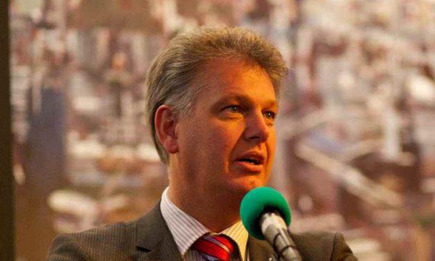Oud-politicus Hero Brinkman helpt dakloze arbeidsmigranten terug aan een baan in kassen