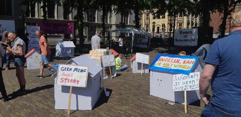 Omroepwest: Daklozen willen actie na sluiten opvang: 'In gelul kun je niet wonen'