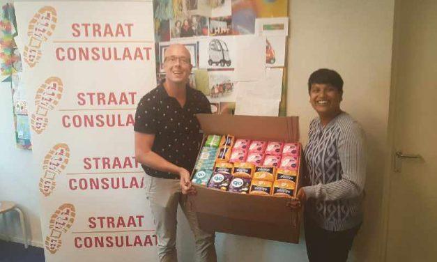 Het Straat Consulaat heeft een gratis pakket met menstruatieproducten ontvangen van het Armoedefonds